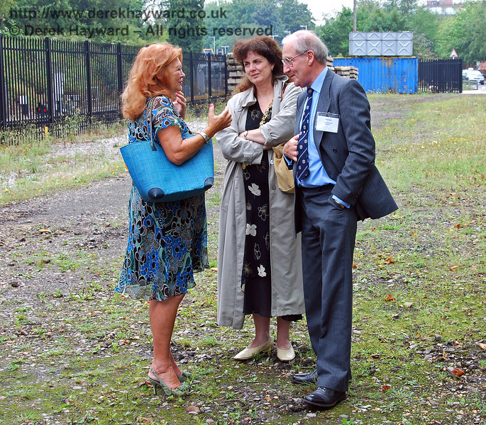The Hon. Lady (Judy) McAlpine talks to Sam Bee, Vice Chairman BRPS and Councillor Amanda Dean, Mayor of Lewes. East Grinstead 07.08.2009