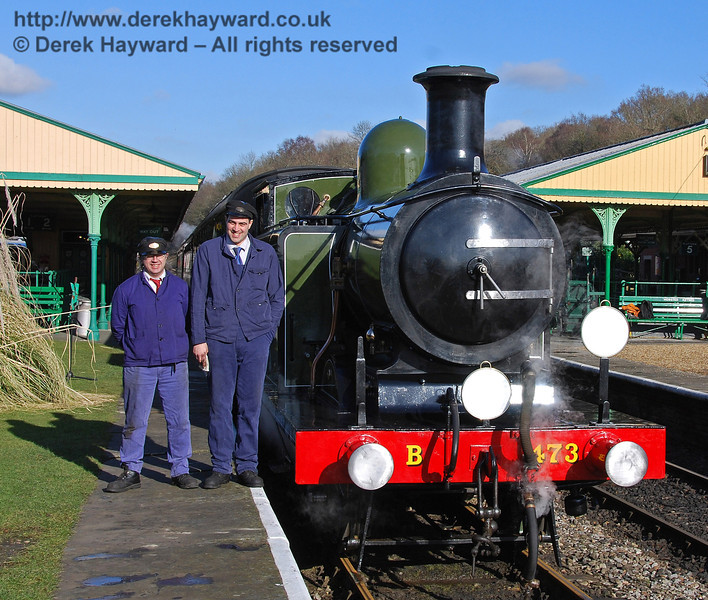 The crew pose alongside B473. Horsted Keynes 30.01.2010  07