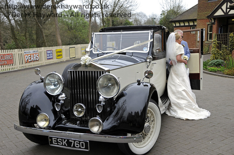 The arrival of the bride at Sheffield Park.  05.04.2014  10236