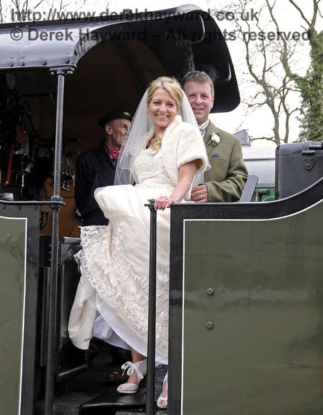 The newly married Jennifer and Sean Montgomery on board 847 at Sheffield Park Station.  05.04.2014  10290