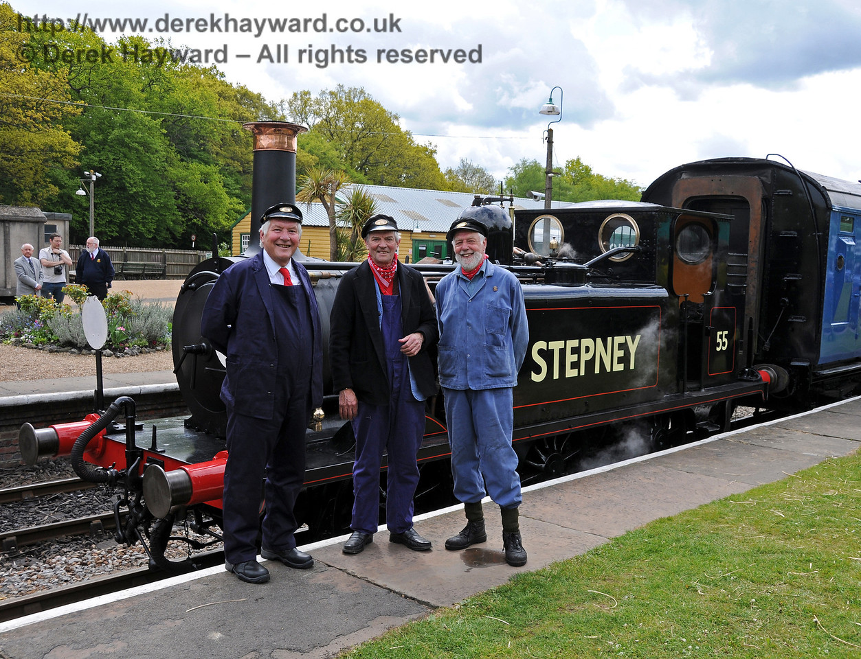 The crew of Stepney pose having arrived from Ardingly (well, actually the Ardingly spur). 17.05.2010   2580