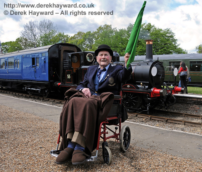 Bernard Holden MBE, President BRPS, gives Stepney the green flag. Horsted Keynes 17.05.2010  2577