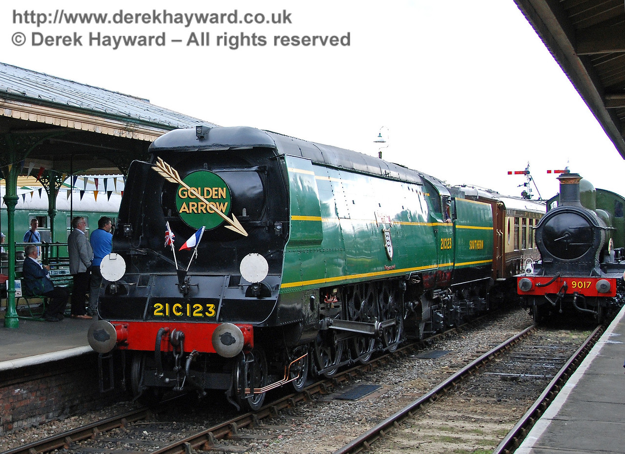 This could easily be a scene from years ago.  9017 stands in the platform as 21C123 runs into Horsted Keynes with the Golden Arrow. 12.08.2007