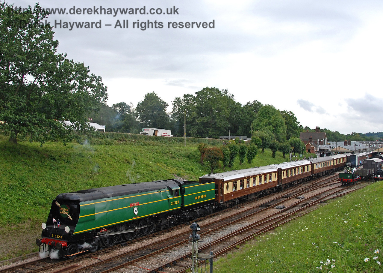 21C123 departs from Horsted Keynes with the Golden Arrow. 12.08.2007