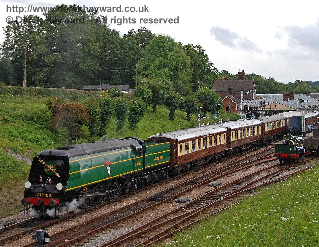 21C123 Blackmoor Vale leaves Horsted Keynes with the Golden Arrow. 12.08.2007
