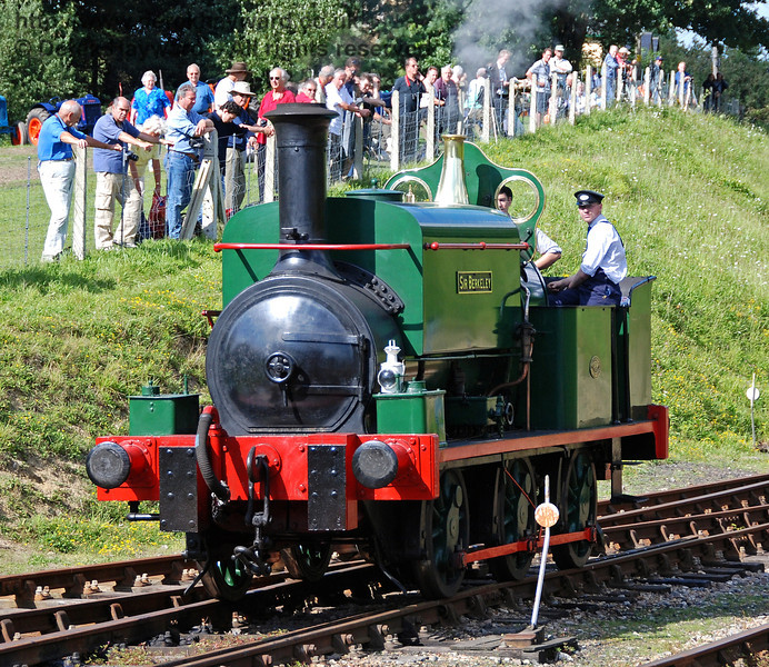 The crowds watch Sir Berkeley from the field north of Horsted Keynes. 12.08.2007