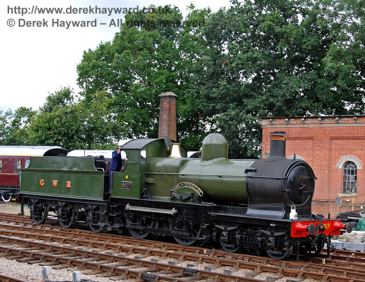 9017 passes the old water tower outside Horsted Keynes. 12.08.2007