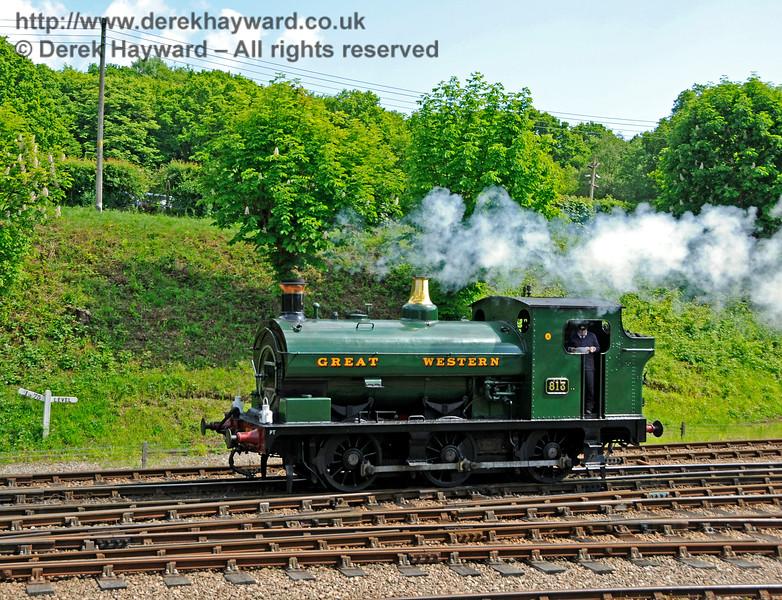 813 changes platforms at Horsted Keynes. 20.05.2018 18409