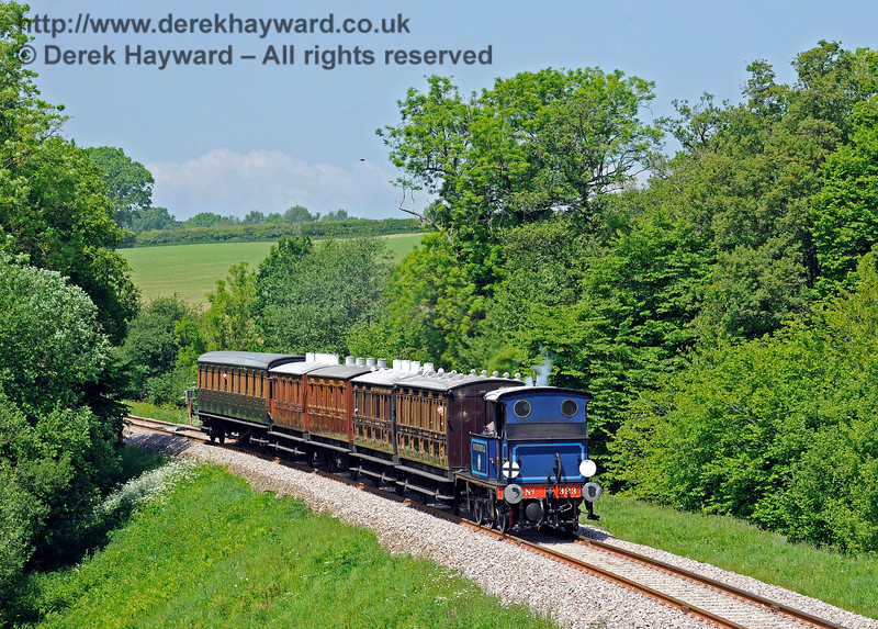 323 Bluebell steams south from Tremains foot crossing.  20.05.2018 16549