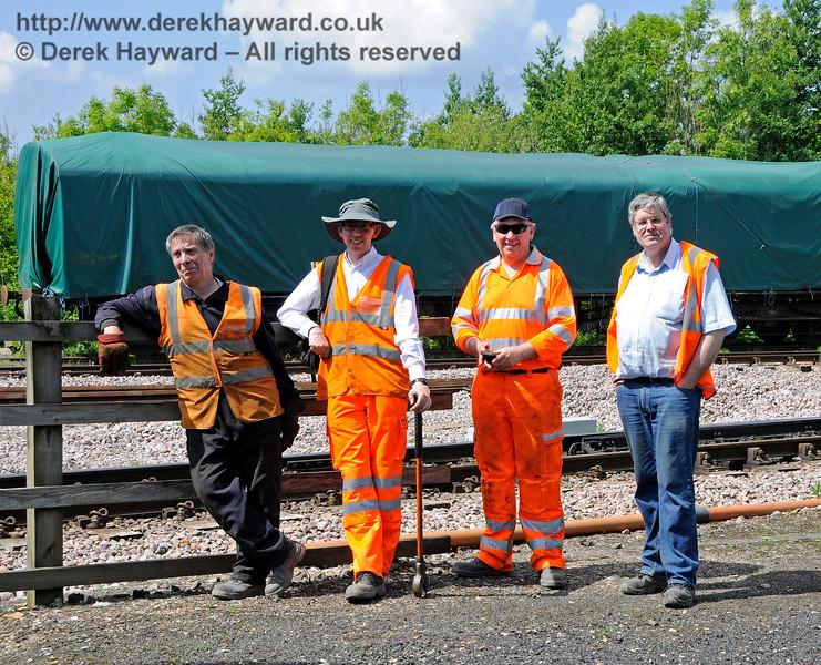 Hard working members of the PWay team at Horsted Keynes. 20.05.2018 18402