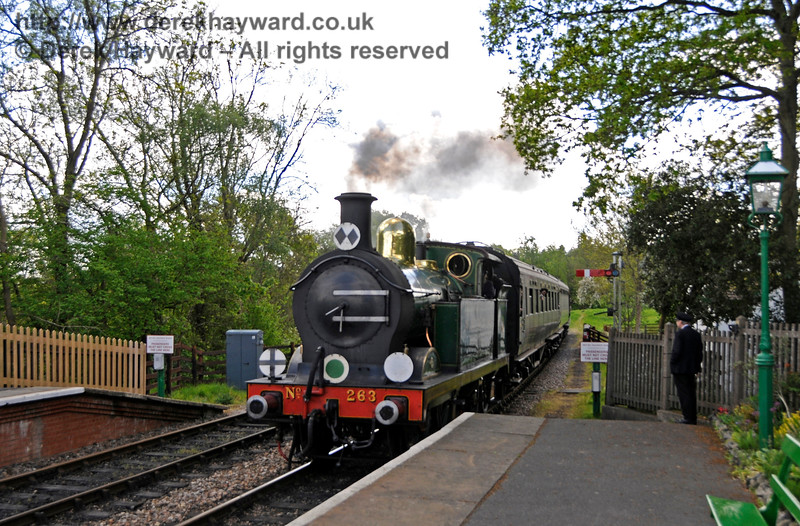263 arrives at Kingscote. 14.05.2017 17196