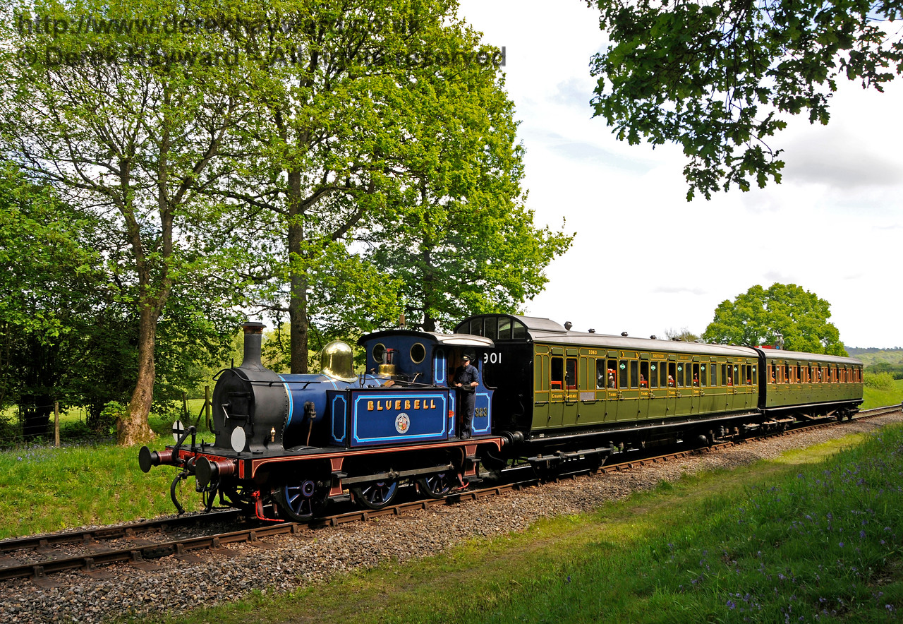 323 Bluebell approaches Kingscote. 14.05.2017 17226