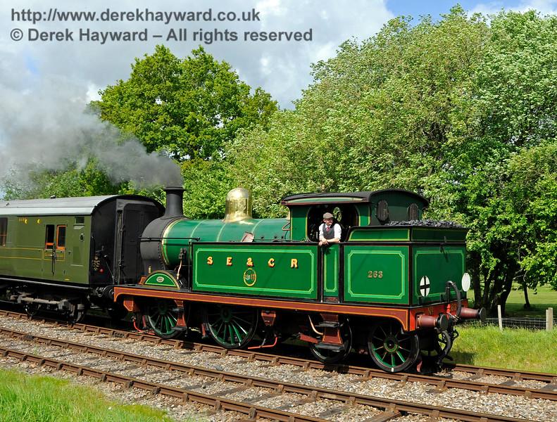 263 leaving Kingscote. 14.05.2017 17229
