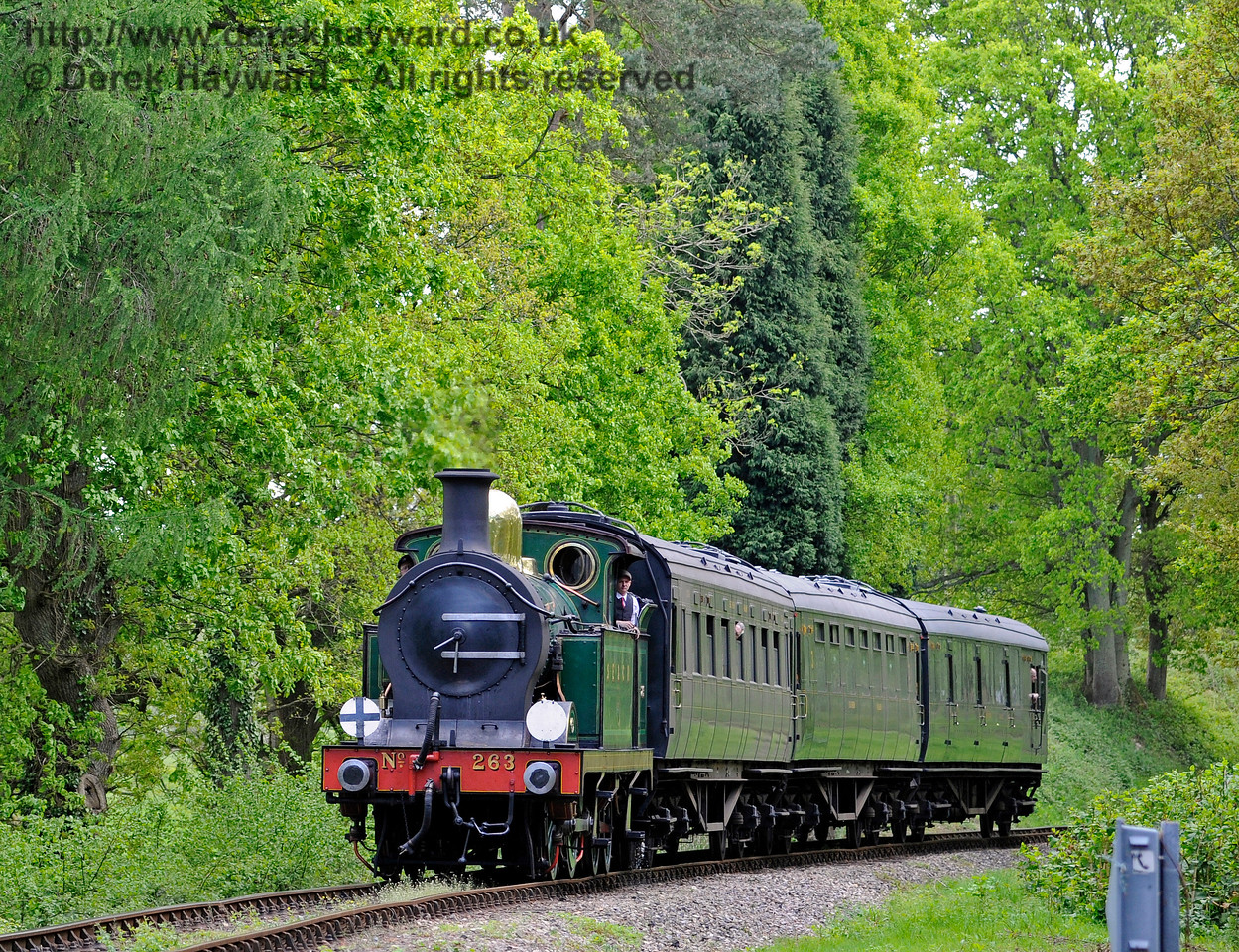 263 rounds the curve on the approach to Birch Farm Crossing. 14.05.2017 15264