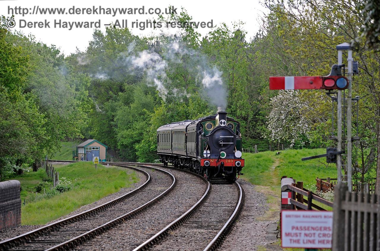 263 approaching Kingscote. 14.05.2017 15254