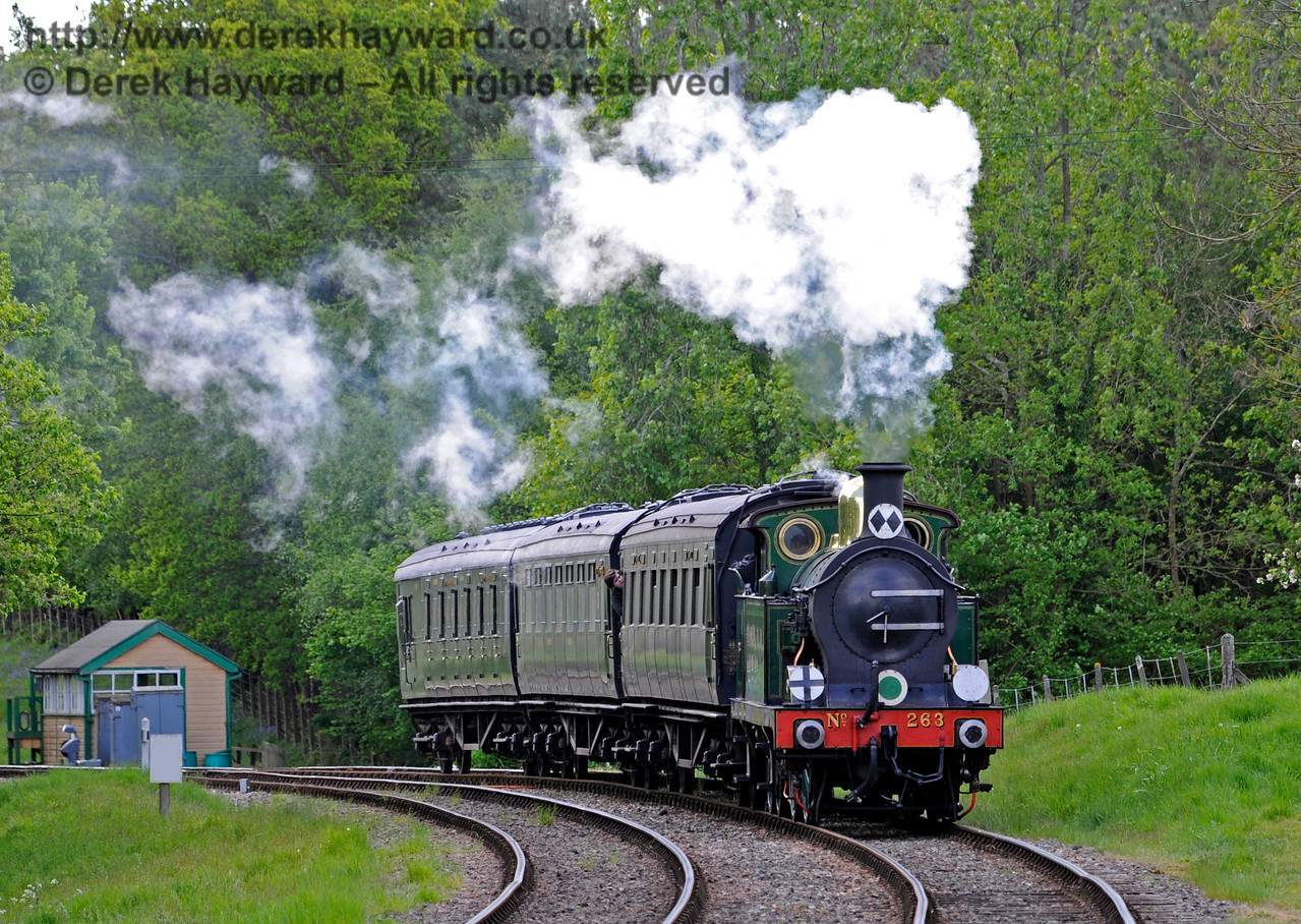 263 rounds the curve on the approach to Kingscote. 14.05.2017 15252