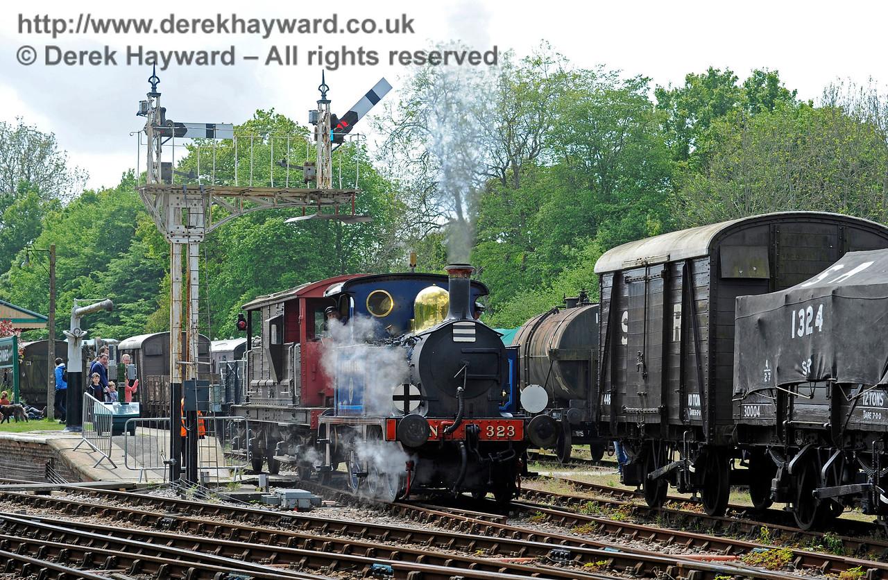323 Bluebell leaves Platform 1 at Horsted Keynes with a brake van.  13.05.2017 15188