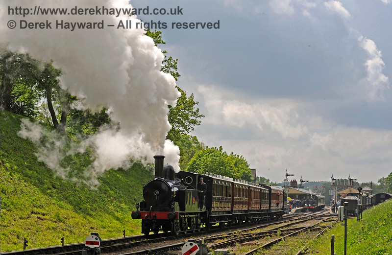The Coal Tank leaves Horsted Keynes with a northbound service whilst 263 stands in the platform with a train from Sheffield Park.   13.05.2017 15158