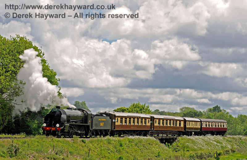 847 leaving Sheffield Park with the Wedding Special. 20.05.2017 15326