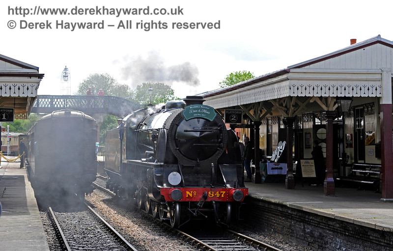 847 runs round to attach to the Pullman. Sheffield Park 20.05.2017 15305