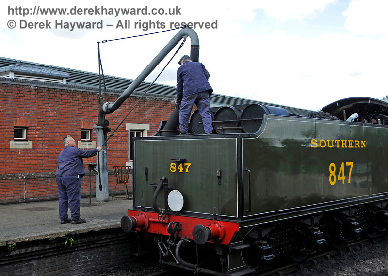 Even wedding trains need water.  Sheffield Park 20.05.2017 17253