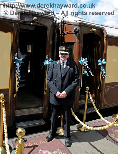 The Station Master supervising proceedings. Sheffield Park 20..05.2017 17249