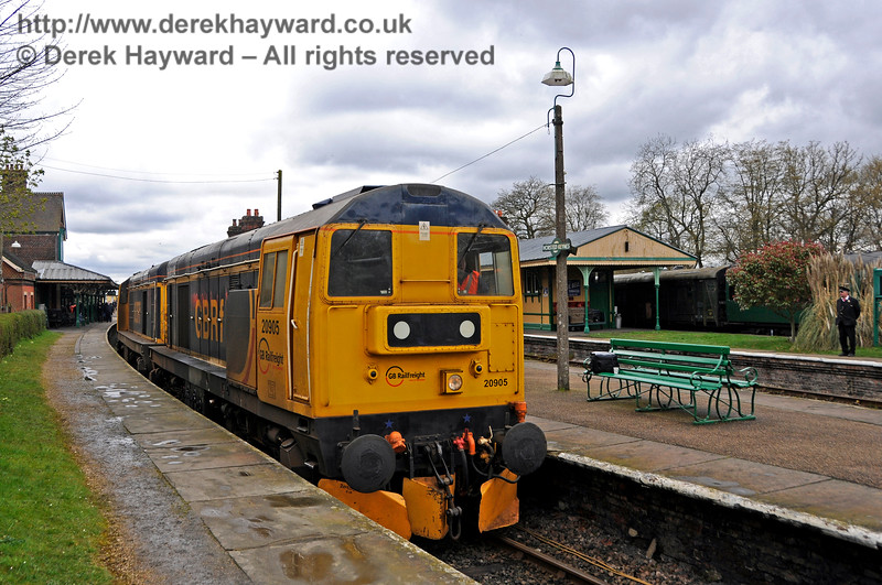 20905 (leading) subsequently hauled 20901 through the station, and the pair reversed into the Ardingly Spur.  Bluebell Railway Diesel Gala, in association with GBRailfreight. 16.04.2016  14805
