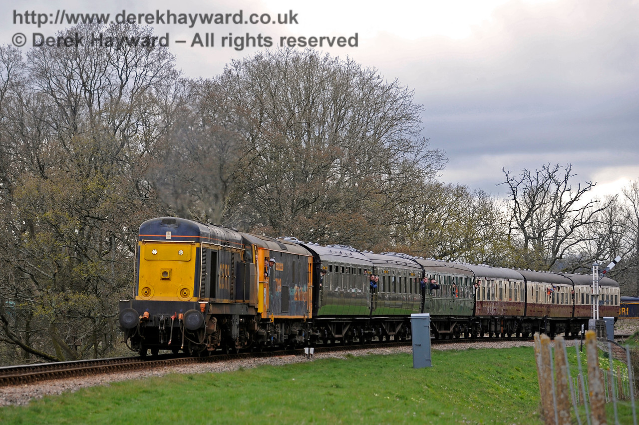 20905 and a Class 73 pass over New Road Bridge.  Bluebell Railway Diesel Gala, in association with GBRailfreight. 16.04.2016  12769