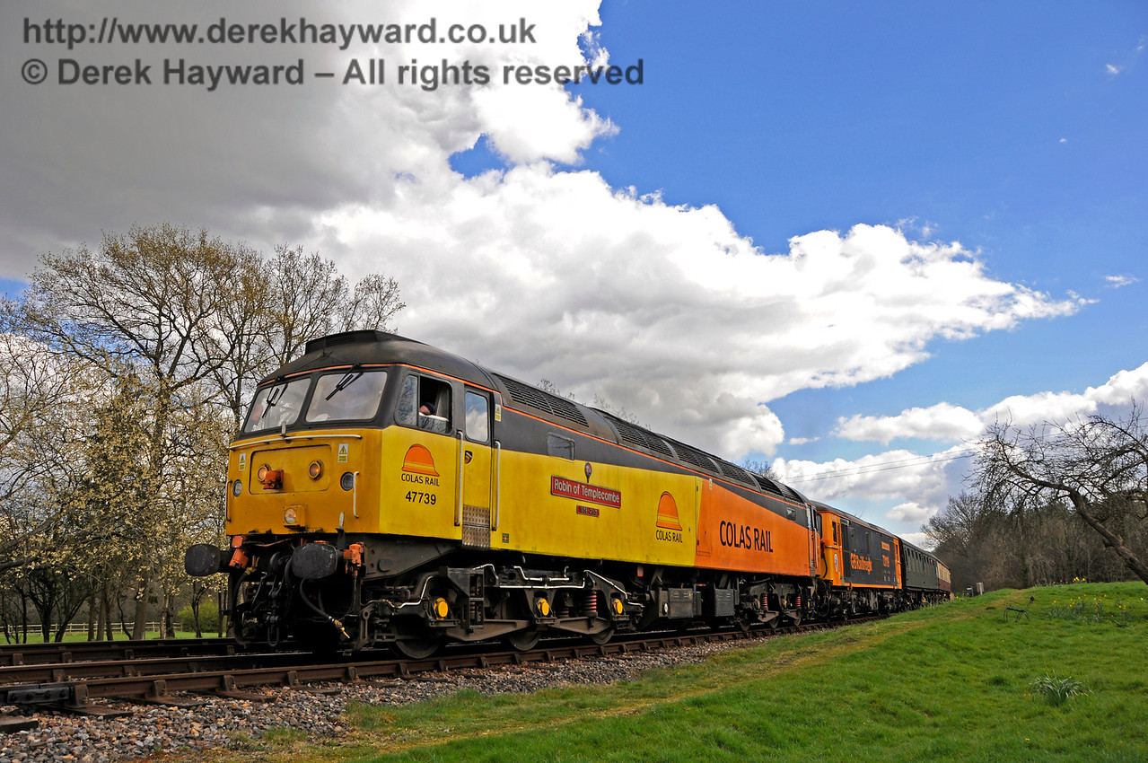 47739 approaches Kingscote with a Class 73 behind.  Bluebell Railway Diesel Gala, in association with GBRailfreight. 17.04.2016  14893