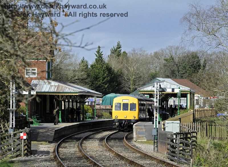 The DMU stands at Kingscote with a southbound service.  21.03.2014  8772