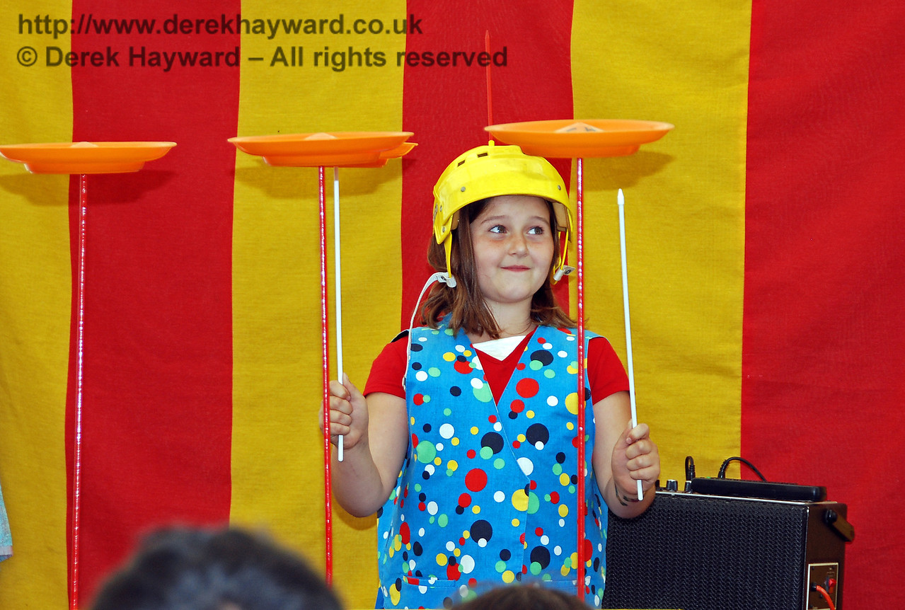 Now I am holding one plate and I have got three going on the table...Hazee's Crazee Circus. Family Fun Weekend Horsted Keynes 29.06.2008