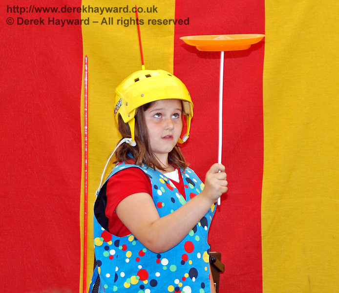 Hey, I can do it!! Hazee's Crazee Circus. Family Fun Weekend Horsted Keynes 29.06.2008