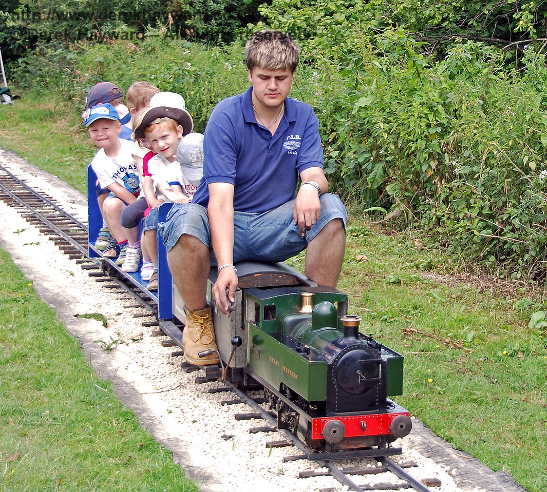 The train service from Kingscote was somewhat reduced in size. 28.06.2009