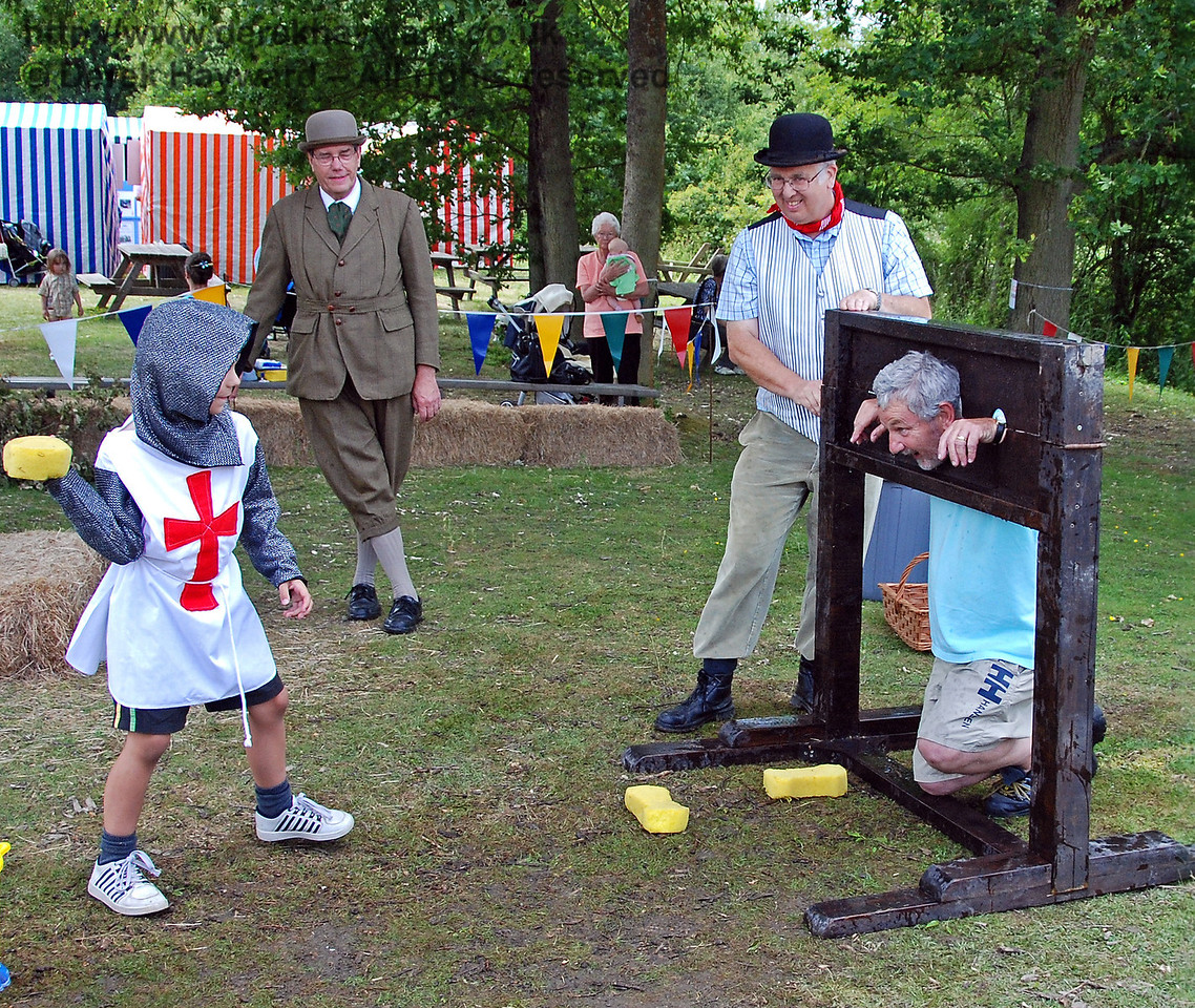 You have to find something to do whilst you are waiting for the fancy dress competition.... Horsted Keynes 28.06.2009