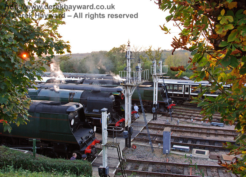 The setting sun peeps through the tree as 34007 Wadebridge, 34028 Eddystone, 21C123 OVS Bulleid and 34081 92 Squadron line up at Horsted Keynes. 19.10.2007