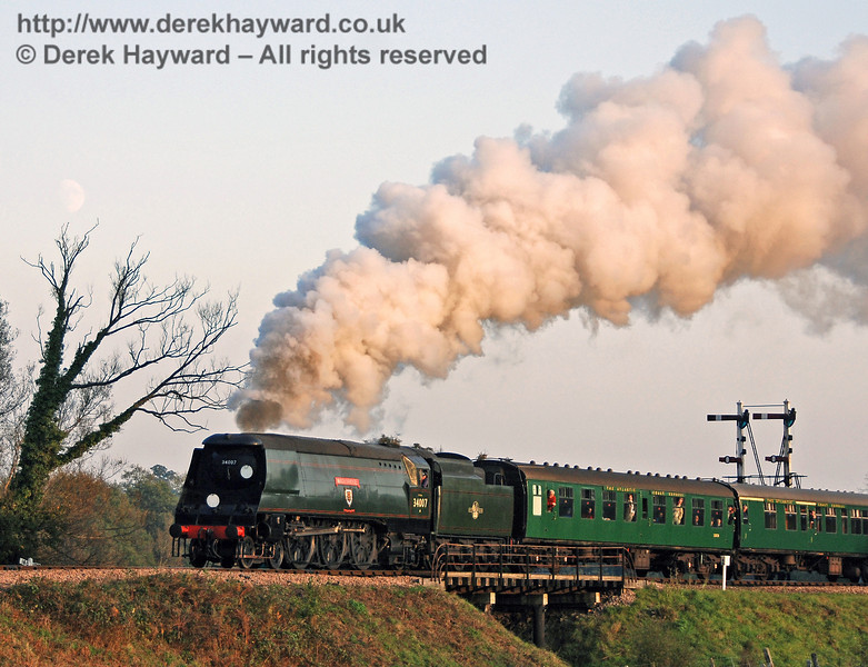 The setting sun colours the steam as 34007 Wadebridge leaves Sheffield Park. 21.10.2007