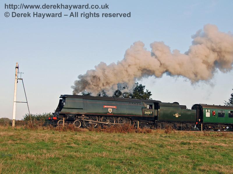 34007 Wadebridge steams north past the Sheffield Park Advance Starter. 21.10.2007