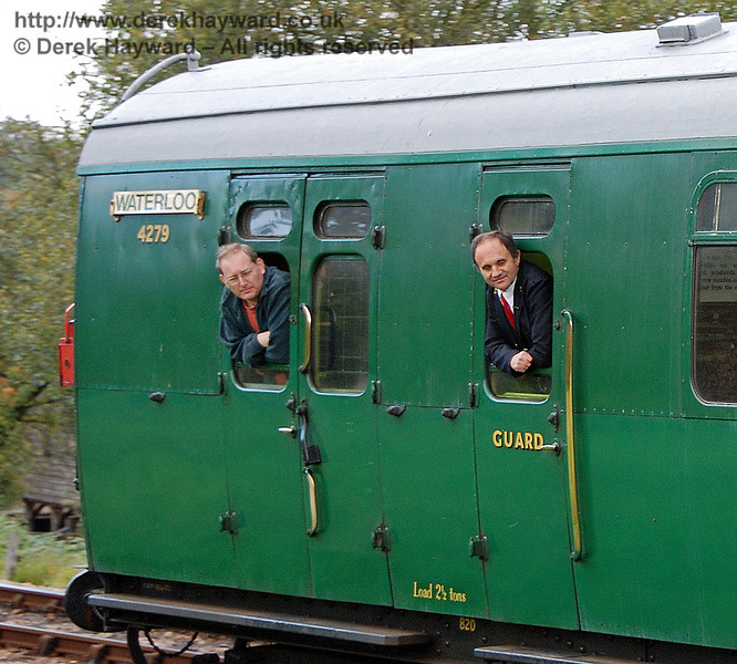 During Giants of Steam it is essential to look out of the window. You might miss something.... Kingscote 20.10.2007