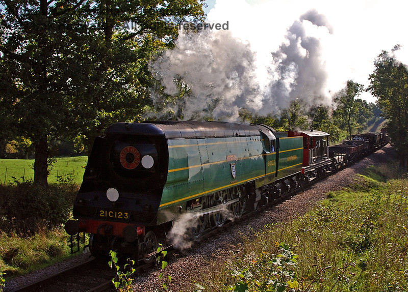 21C123 hauls the goods train north from Caseford Bridge. 19.10.2007