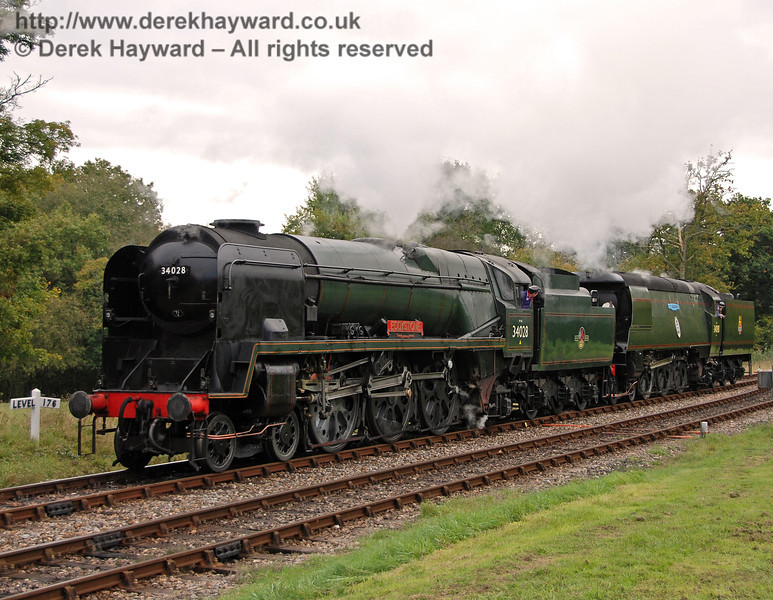 34028 Eddystone and 34081 92 Squadron run round at Kingscote. 20.10.2007