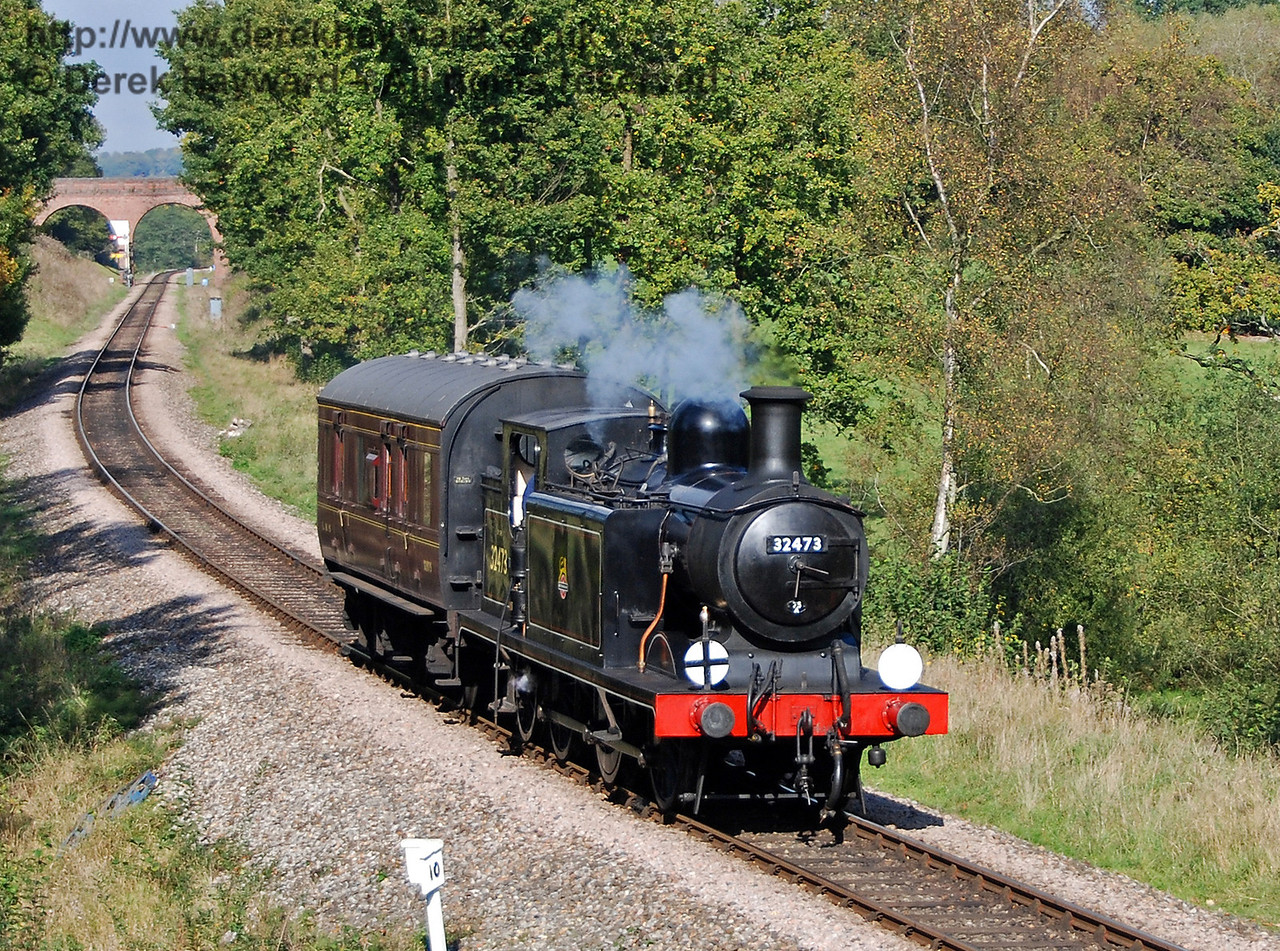 32473 steams south from Three Arch Bridge with the Footplate Days and Ways course. 19.10.2007