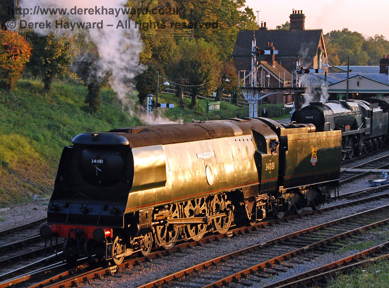 Workshops had nothing to do for a few hours, so they applied this rather nice copper livery to 34081 92 Squadron. Horsted Keynes 19.10.2007 (OK, it's actually the low winter sun!)