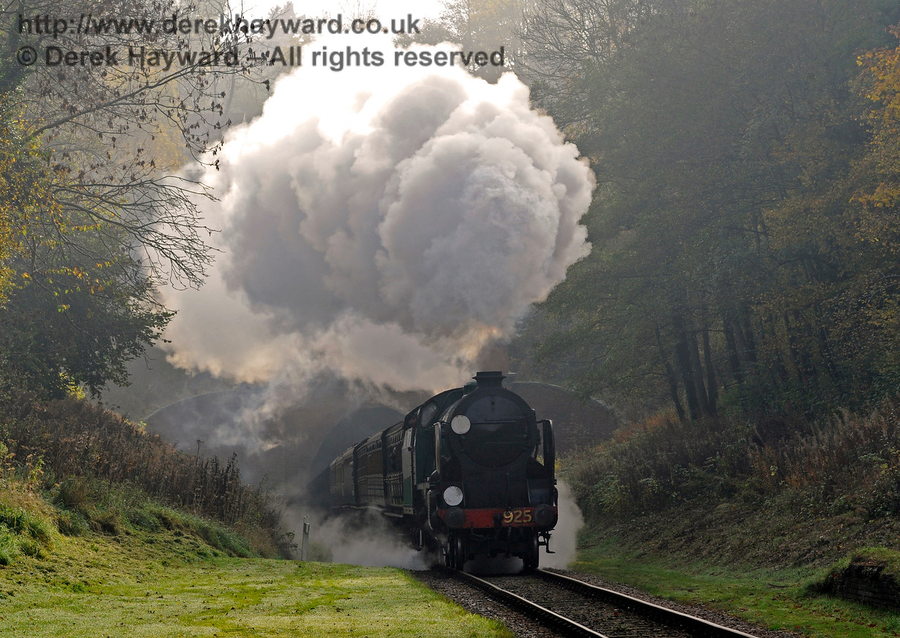 925 Cheltenham hauls it's train out of West Hoathly Tunnel.  01.01.2015  12450