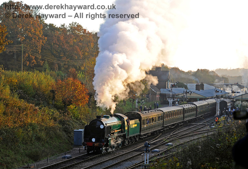 925 Cheltenham leaves Horsted Keynes with a northbound service.  31.10.2015  12435