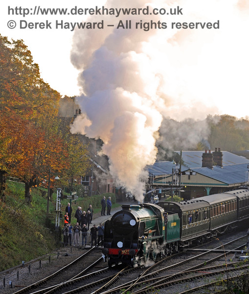 925 Cheltenham generates steam effects as it leaves Horsted Keynes.  31.10.2015  12426