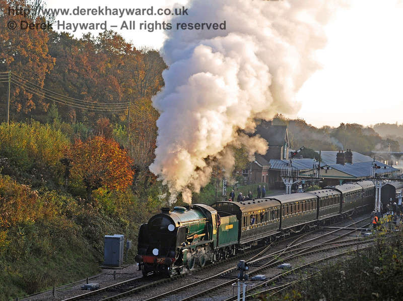 925 Cheltenham steams north from Horsted Keynes.  31.10.2015  12434