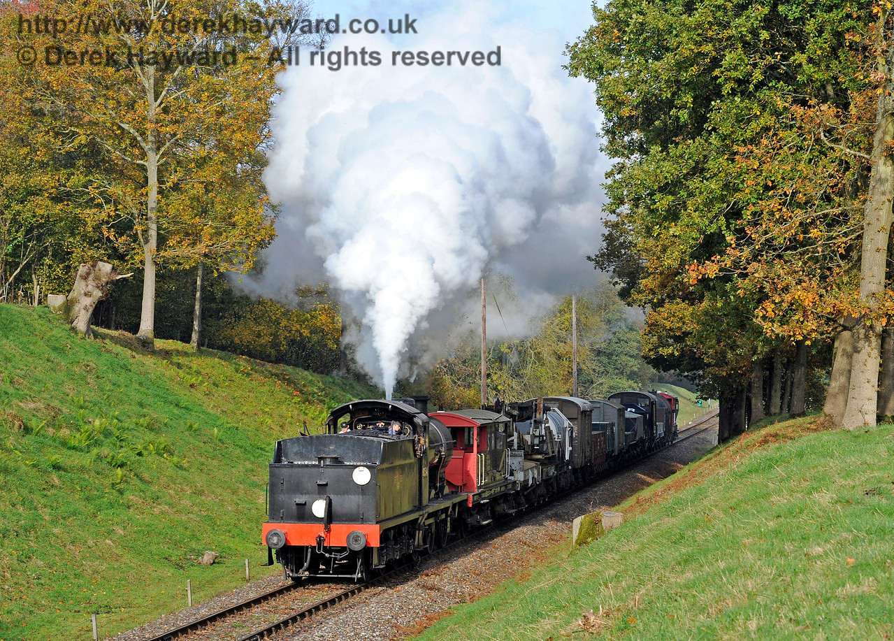30541 in Mill Place cutting with a goods train.  31.10.2015  12378