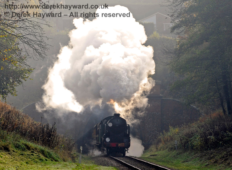 925 Cheltenham bursts from the tunnel mouth at West Hoathly.  01.11.2015  12446