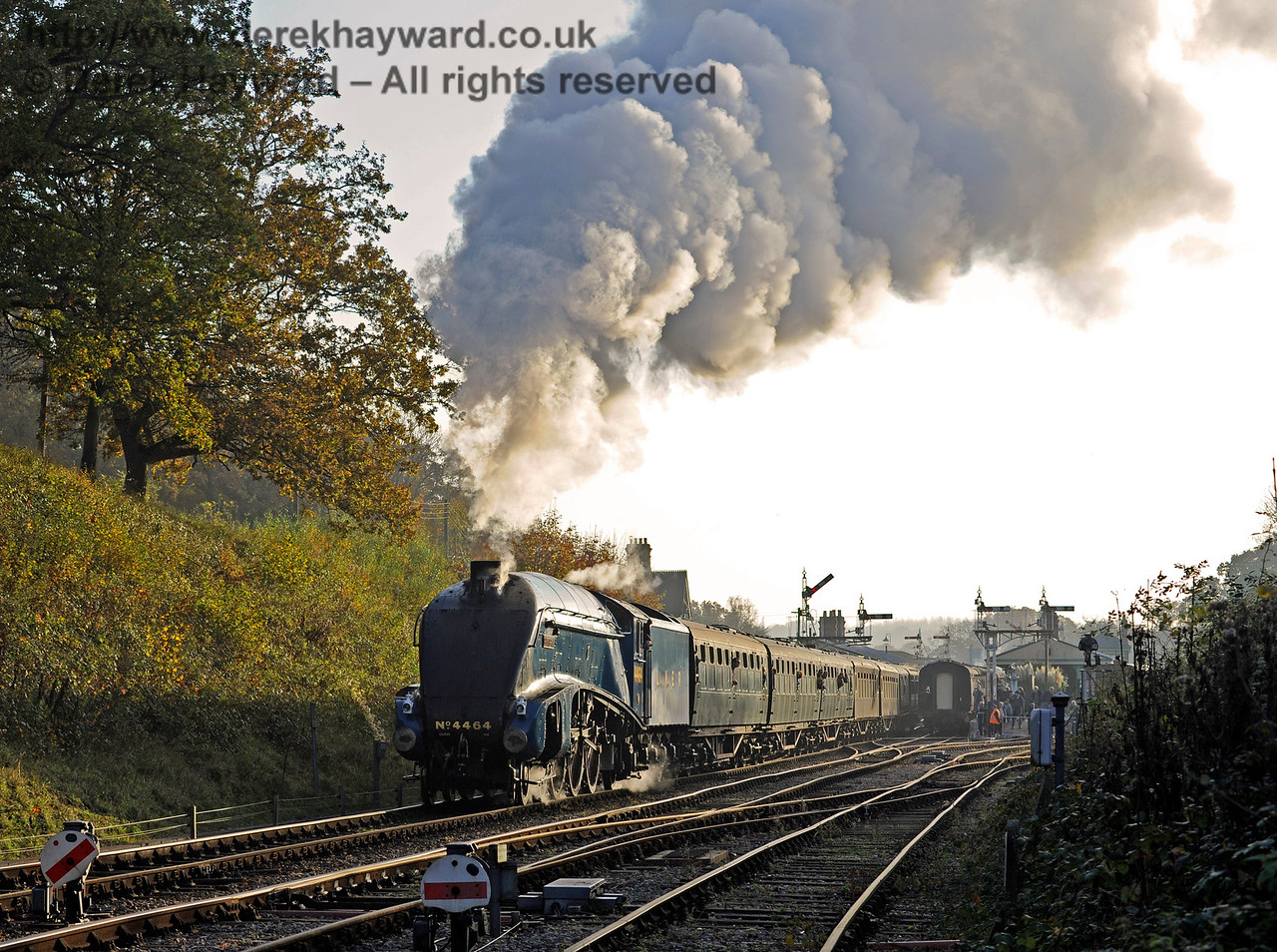 4464 Bittern leaves Horsted Keynes with a northbound service.  31.10.2015  12417