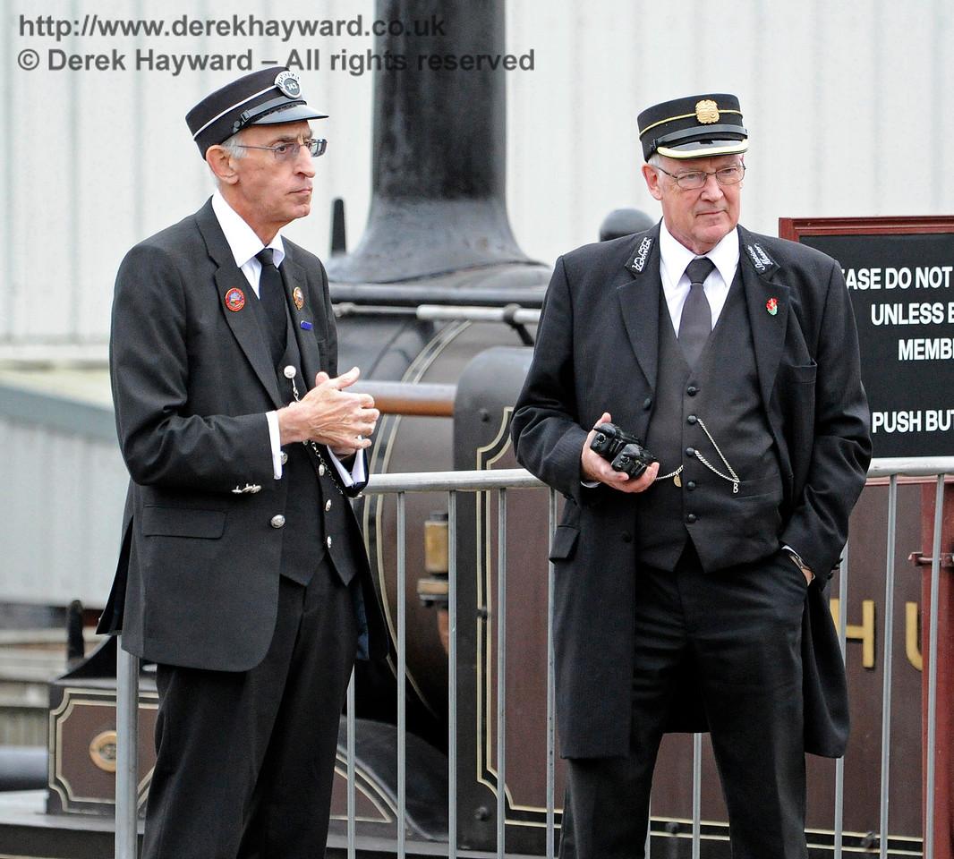 Station staff on duty at Sheffield Park.  28.10.2016 14424